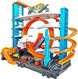 Hot Wheels FTB69 - City Ultimate Parkgarage und Parkhaus für Kinder, Garage mit Hai für +90 Autos, mit Looping Tracks inkl. 2 Spielzeugautos, ca. 63 cm hoch, ab 5 Jahren, Mehrfarbig