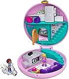Polly Pocket GDK82 Pyjamaparty Schatulle Donut Wohnzimmer mit Polly und Shani, Mädchen Spielzeug ab 4 Jahren [Exklusiv bei Amazon]